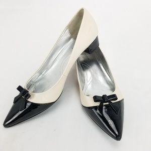 Tahari Ta-Kami Womens Shoes Size 8 M Black Bowtie